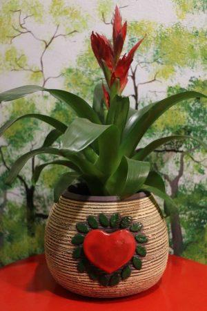 Květináč se srdcem světlý, v 17 cm, průměr 19 cm, otvor 14 cm
