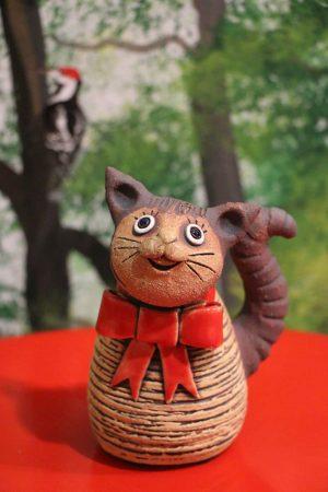 Kočka miniaturní s červenou mašlí, 11 cm