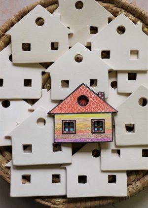 Keramická vymalovánka – domeček, dvě okna (bez dekoru), v 9 cm