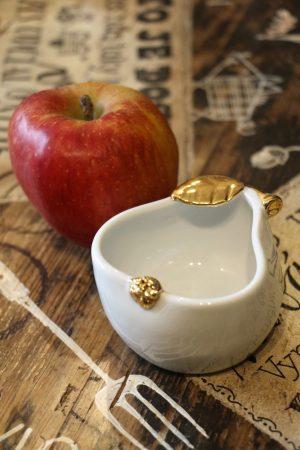 Hruška porcelánová, střední, zlacená, 8 cm