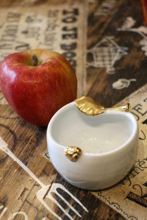 Jablko porcelánové, střední, zlacené, 8 cm