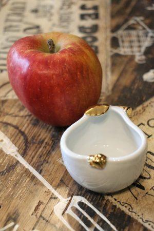 Hruška porcelánová, malá, zlacená, 6 cm