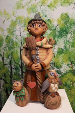 Čarodějnice velká s koštětem, kočkou, sovou a ptáčkem, v 45 cm