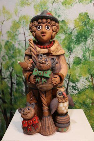 Čarodějnice velká s koštětem se dvěma kočkama, sovou a ptáčkem, v 45 cm