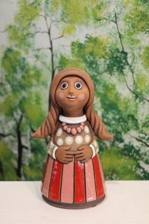Děvče v sukni s korálky, v 22 cm