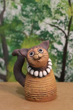 Kočka malá s korálky, v 13 cm
